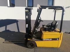 Vysokozdvižný vozík Caterpillar AKU vč.nabíječky